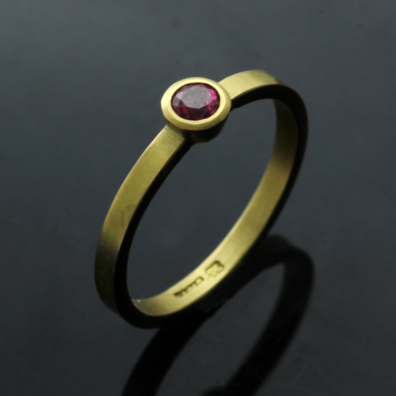 Handcrafted modern stacking ring Round Brilliant Ruby Yellow Gold