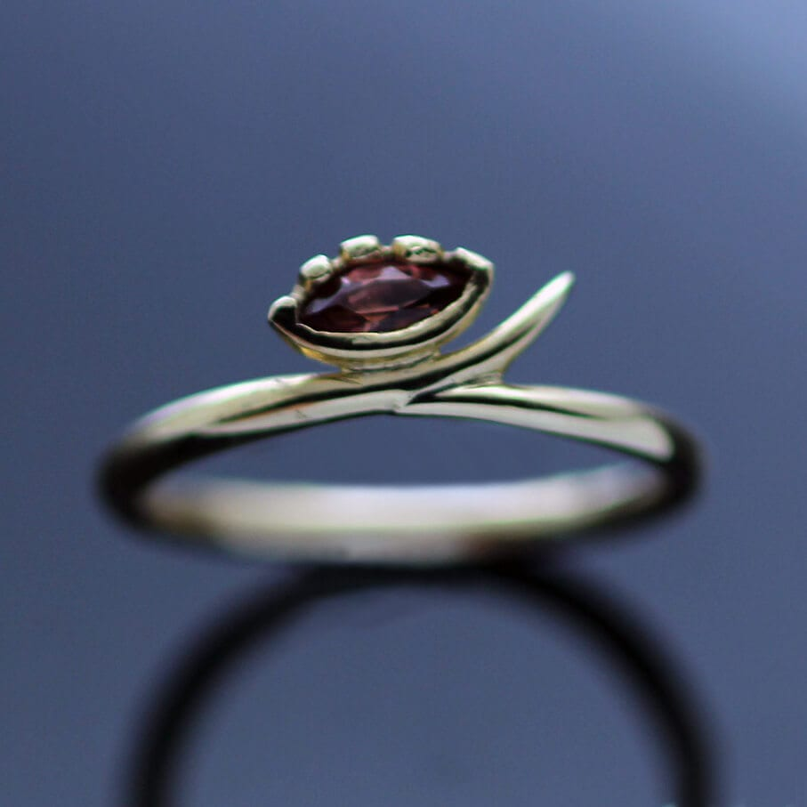 Handmade yellow gold garnet modern ring