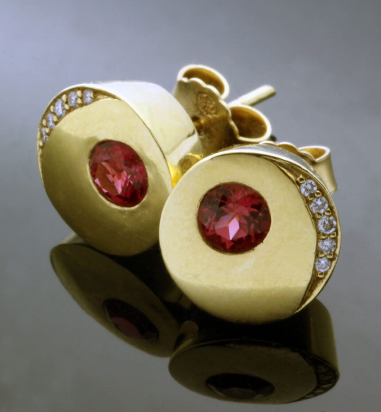Handmade modern stud earrings Yellow Gold Red Spinel and Diamond gemstones
