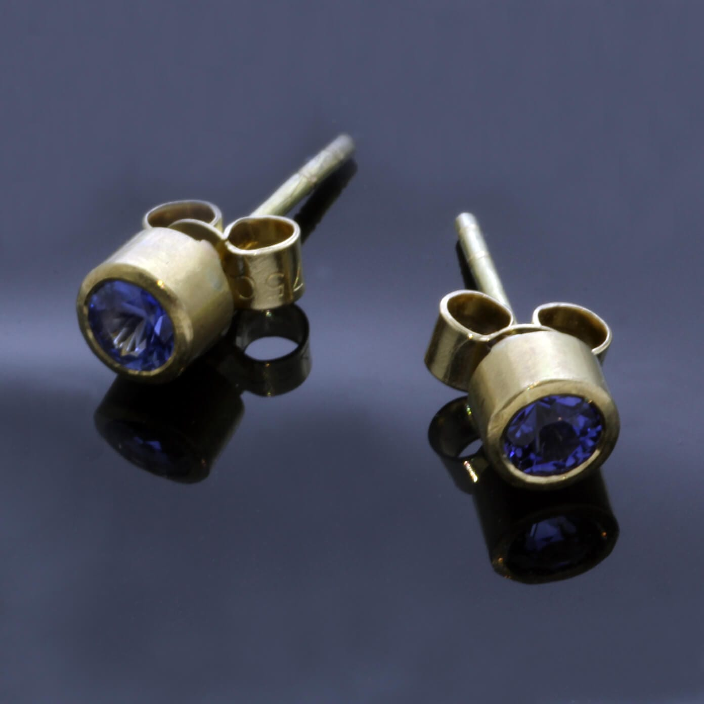 Modern Blue Sapphire Yellow Gold handcrafted stud earrings