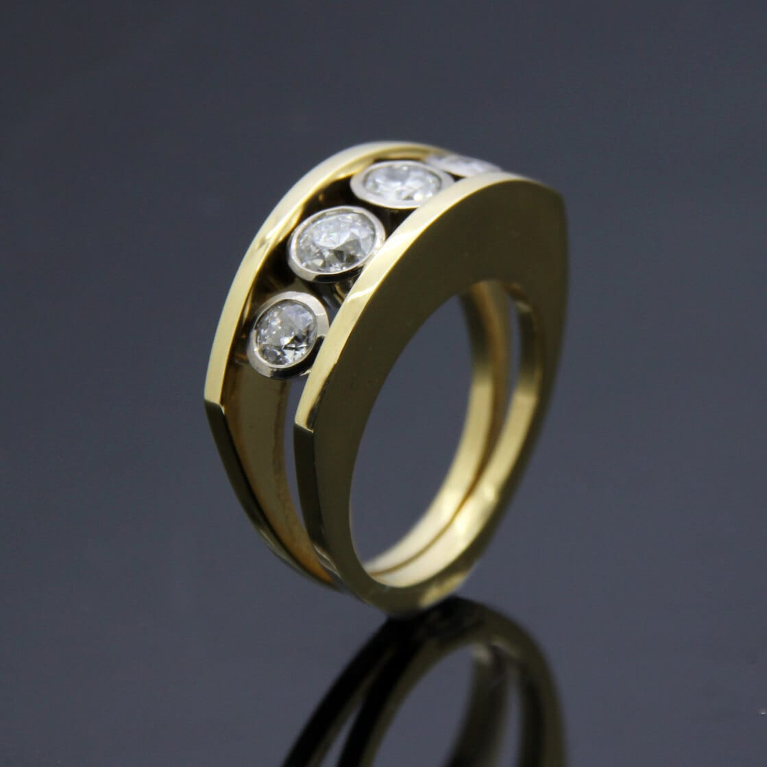 Handcrafted bespoke jewellery by Julian Stephens Goldsmith