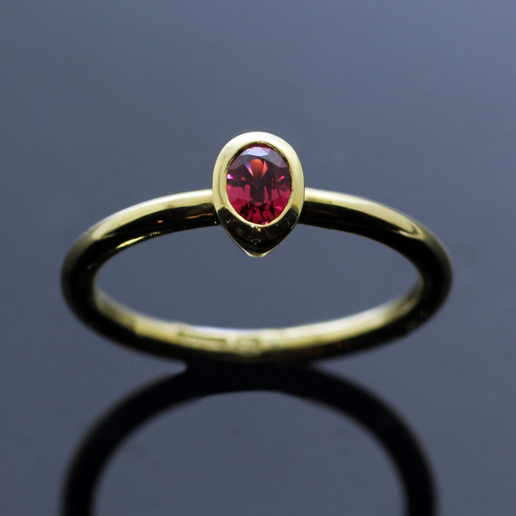 Oval cut Pink Spinel 18ct Yellow Gold modern stacking ring