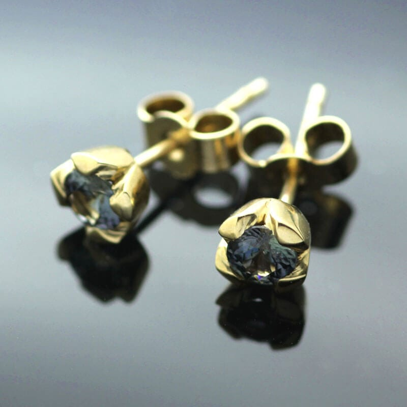 18ct Yellow Gold modern stud earrings with round brilliant Blue Sapphire gemstones