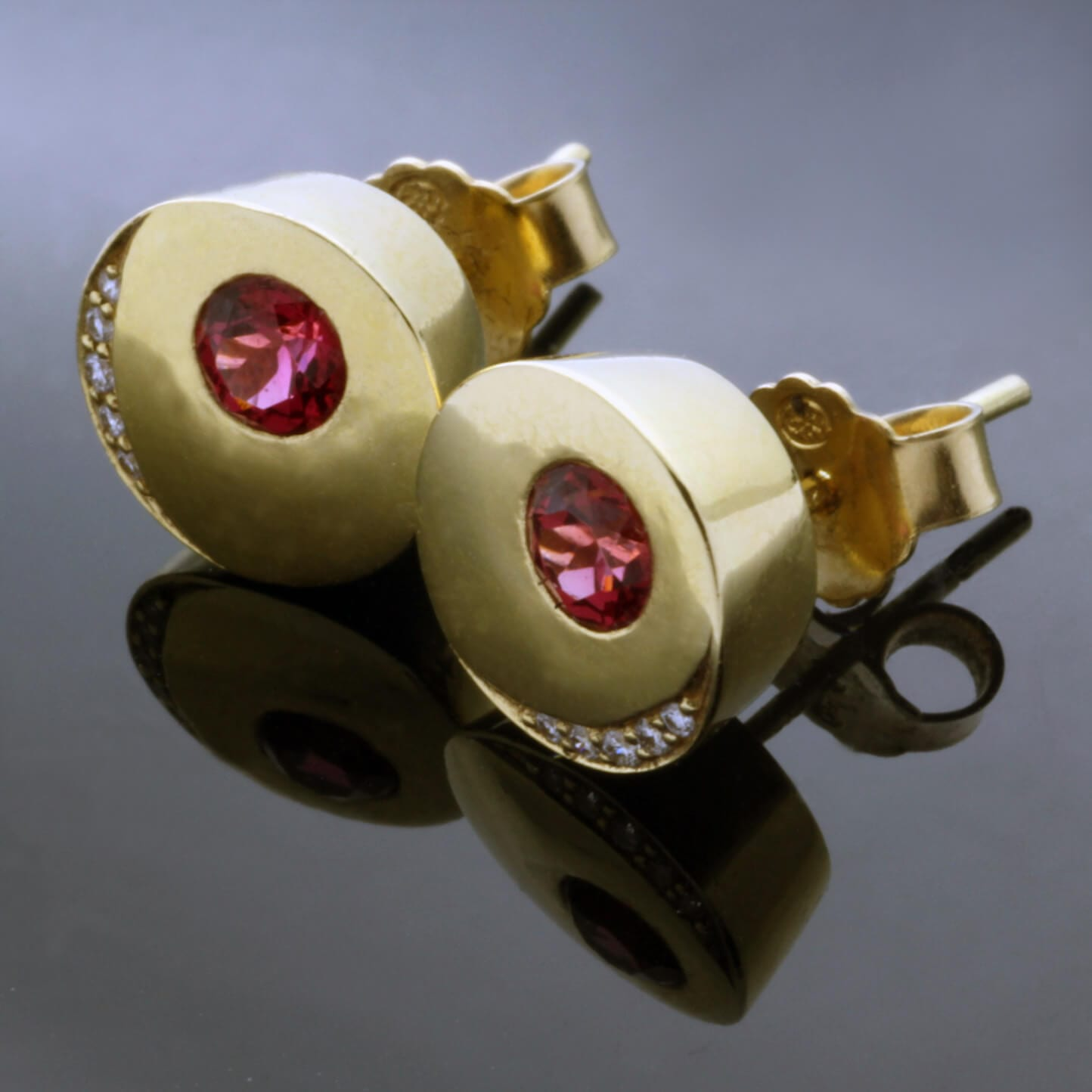 Round Brilliant Red Spinel Diamond Yellow Gold handcrafted stud earrings