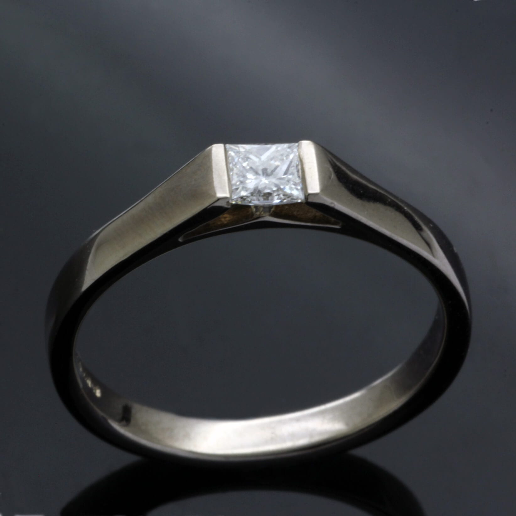 Polished 18ct White Gold Princess cut Diamond engagement ring