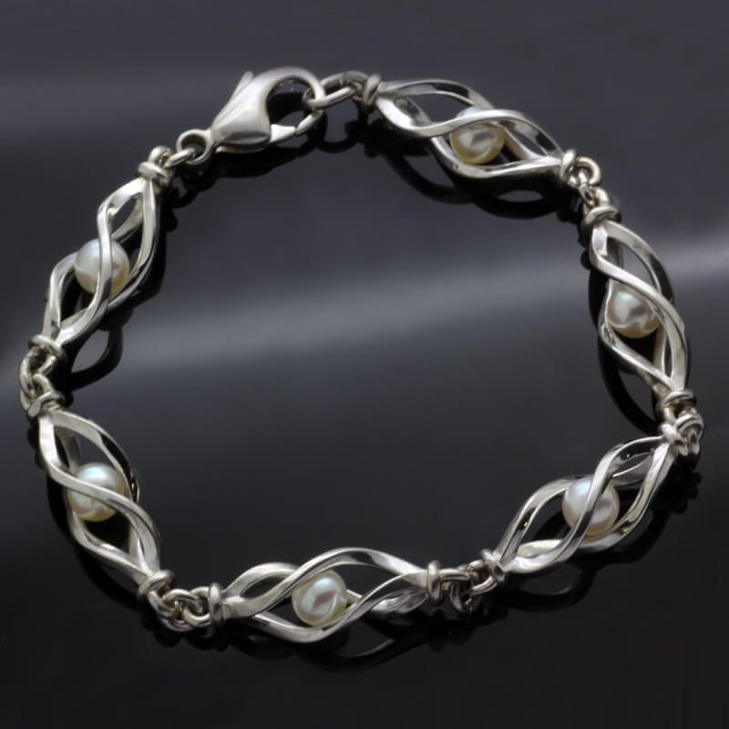 Unique contemporary sterling silver cream Pearl bracelet
