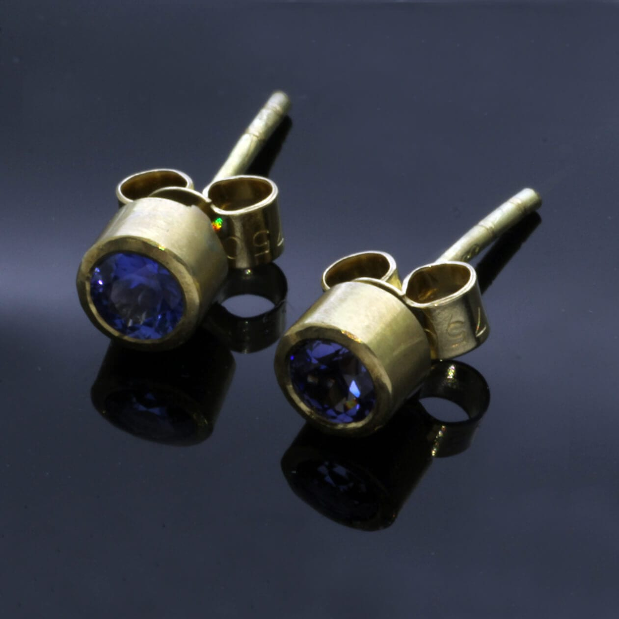 Round Brilliant Blue Sapphire Yellow Gold handmade stud earrings