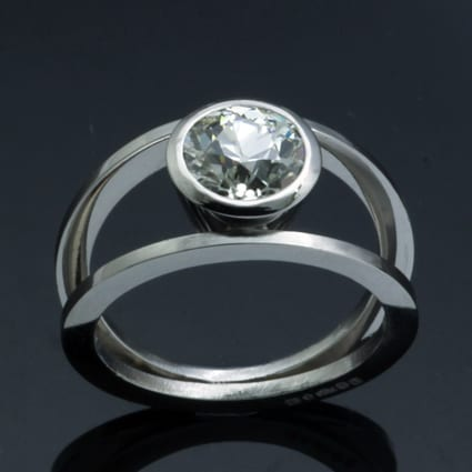 Unique platinum round brilliant diamond ring
